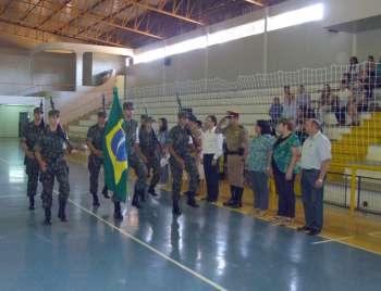 Tiro de Guerra de Assis Chateubriand trouxe o Pavilhão Nacional para que os jovens fizessem o juramento