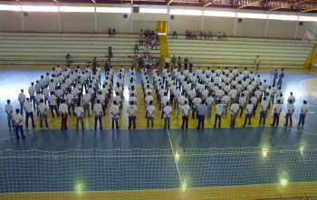 Cerca de 200 jovens fizeram o juramento à Bandeira