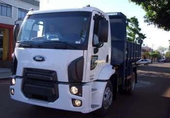 Caminhão caçamba tem capacidade de 5 metros cúbicos