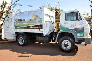 O caminhão coletor faz parte desse convênio da Funasa