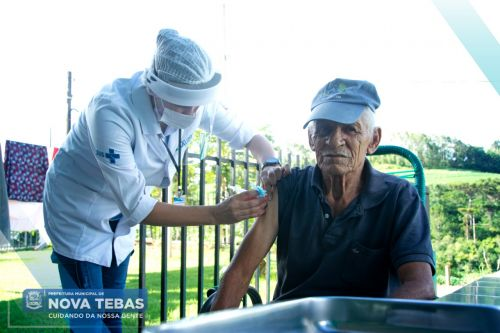 Moradores do Lar do Idoso recebem a segunda dose da vacina contra o COVID-19