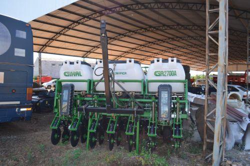 Prefeitura adquire trator e implementos agrícolas para fomentar a agricultura familiar