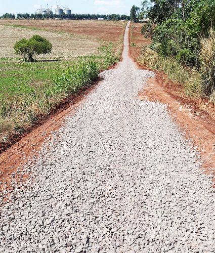 Prefeitura investe solo brita em 2,6 km no Ramal P