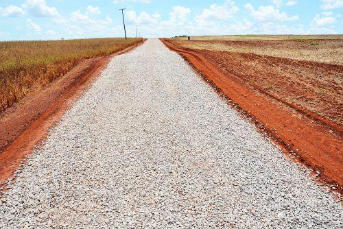 Estrada São Pedro recebe 13 quilômetros de pedra brita