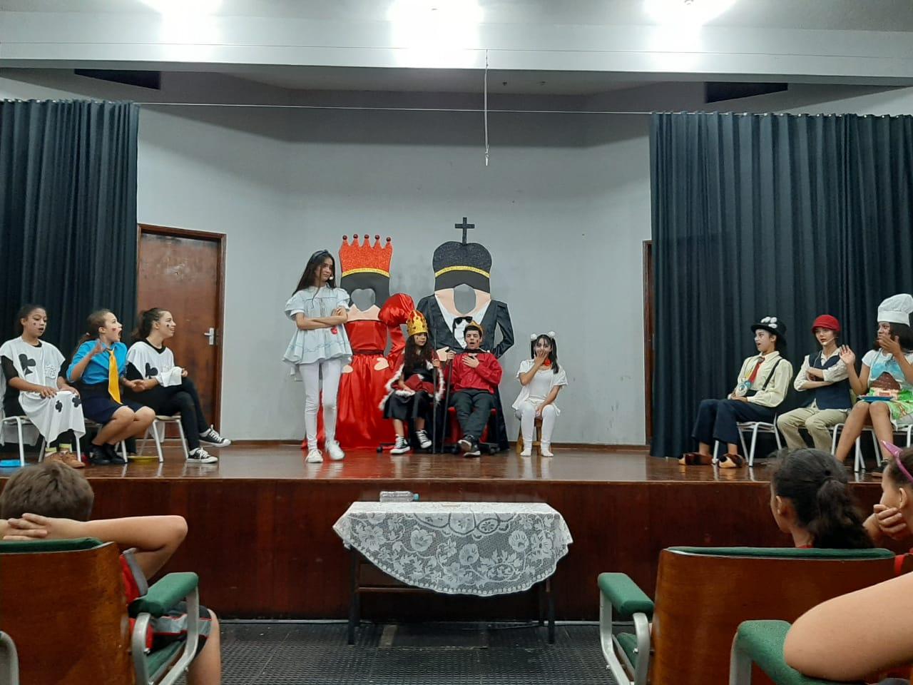 apresenta��o com alunos da Oficina de Teatro