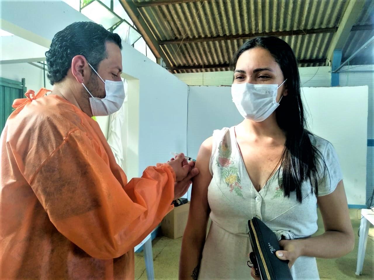 Prefeitura de Mandaguari vacina 2ª e 3ª dose contra a Covid-19 nesta quarta-feira