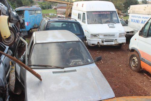 Prefeitura realiza leilão de veículos e sucatas inservíveis