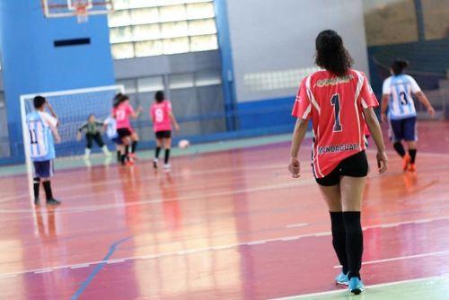 Futsal feminino de Mandaguari perdeu de 7 a 1 para Sarandi, no domingo (12)