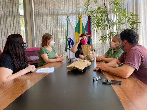 Prefeita Ivonéia Furtado recebe educadoras e elogia o projeto