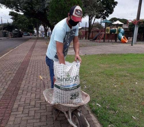 Parceria com iniciativa privada melhora qualidade de áreas verdes das praças públicas