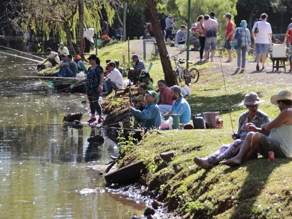 Feriado do Corpus Christi com pescaria no parque da Pedreira