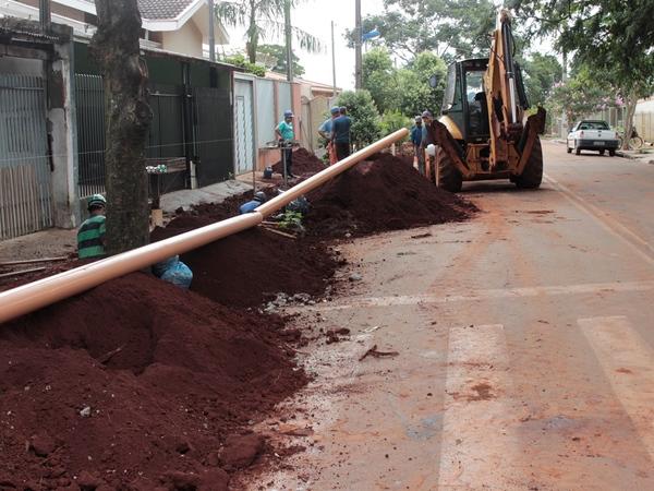 Prosseguem as obras de esgoto no Jardim Cristina