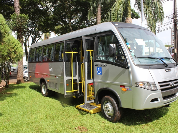 Saúde recebe micro ônibus adaptado para transporte de pacientes